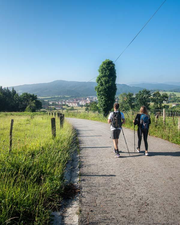 Dos personas haciendo una ruta